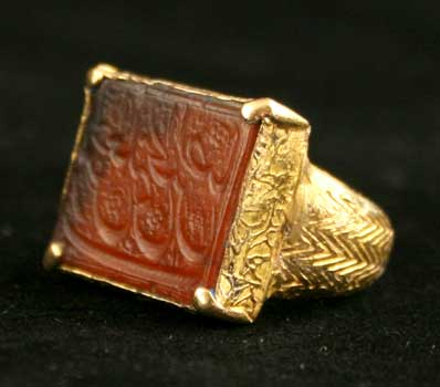 Early Safavid Gold Ring Featuring a Carnelian Seal