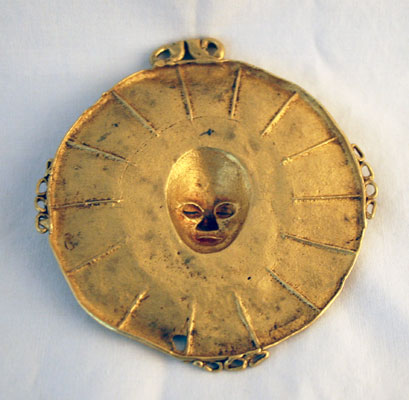 Akan Gold Pendant Depicting a Mask