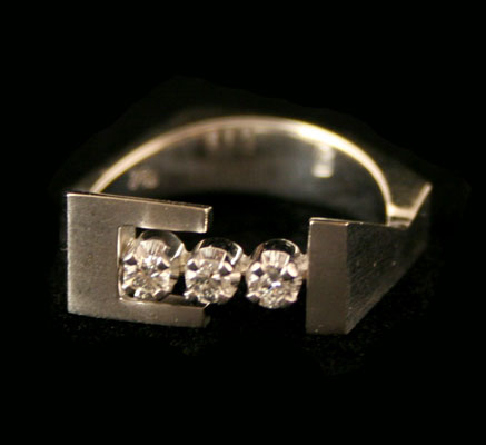 14k White Gold Ring with 3 Round Diamonds .20c