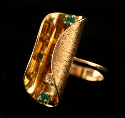 18 Karat Gold Ring with Three Emeralds and Two Diamonds