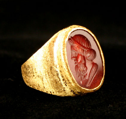 Gold Ring Featuring a Roman Intaglio Depicting the Bust of a Man