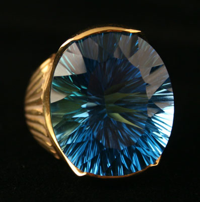 18 Karat Gold Ring Featuring a Blue Topaz