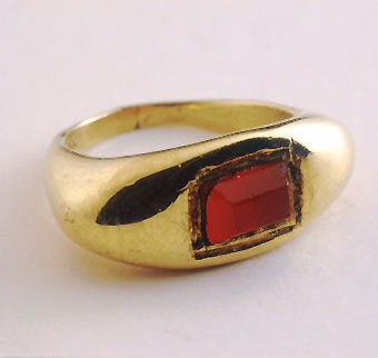 Gold Ring Featuring a Roman Hand Facetted Carnelian Stone