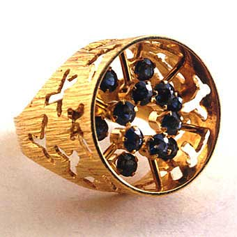 Ring of 18k Gold with 12 Sapphires