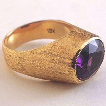 Gold Ring Featuring a South African Amethyst