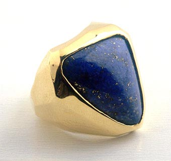 Lapis Lazuli Ring set in 18k Gold
