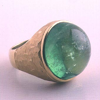 Gold Ring Featuring a Cabochon Colombian Emerald