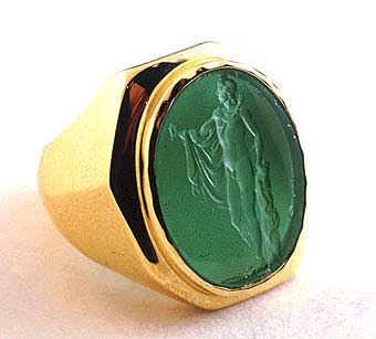 Gold Ring Featuring an Aventurine Intaglio Depicting Hercules
