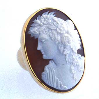 Gold Ring with Italian Cameo of an Aristocratic Woman