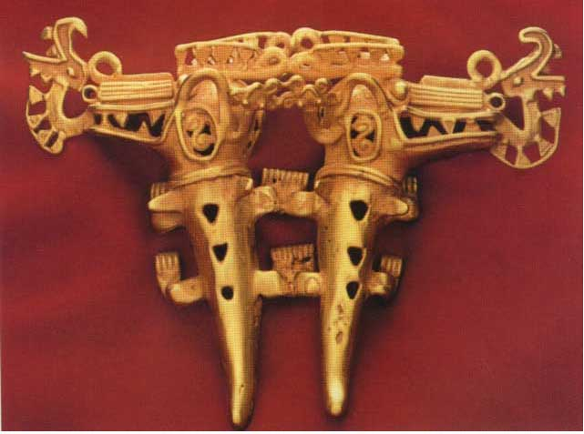 Pre-Columbian Art / Gold Pendant Featuring Two Crocodiles