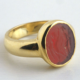 Gold Ring Featuring a Classical Revival Carnelian Intaglio Depicting Two Standing Deities