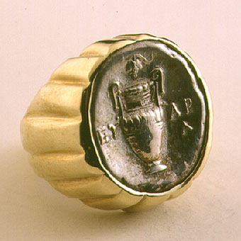 Gold Ring Featuring a Boeotian Silver Stater of Thebes