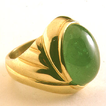 Gold Ring with an Oval Cabochon Columbian Emerald