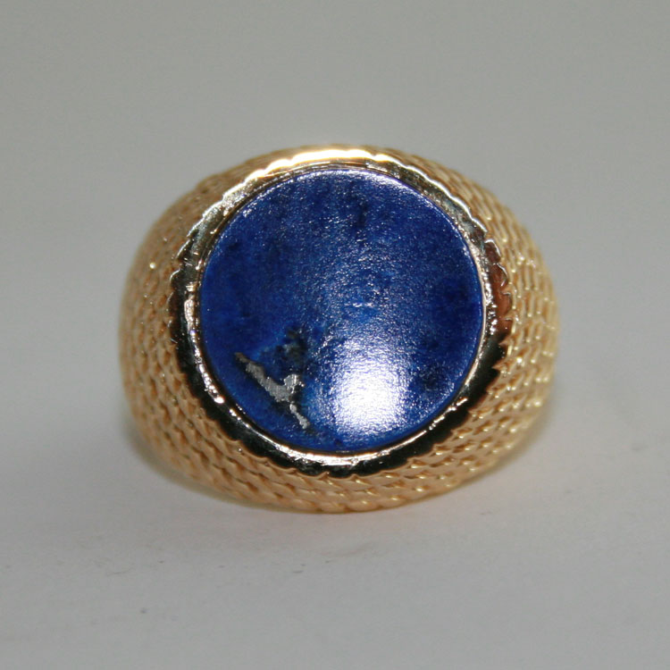14 Karat gold Ring mounted with a genuine Lapis Lazuli